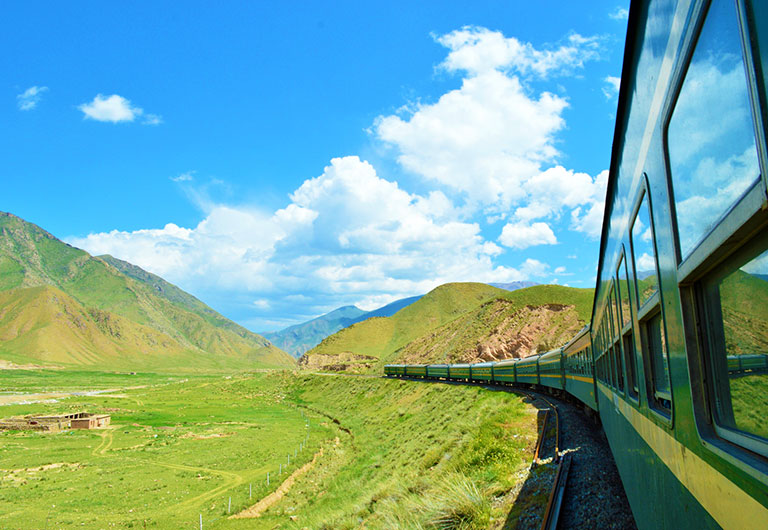 Enjoy Scenery with China Regular Train