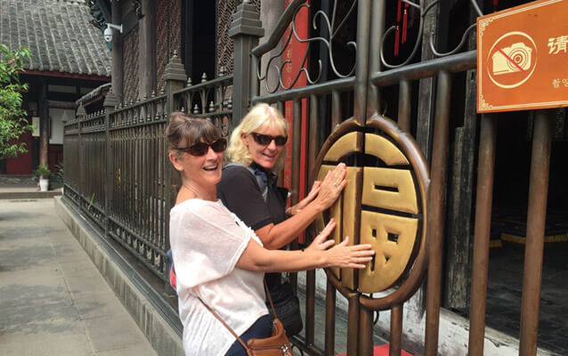 Our dear client visited Wenshu Monastery like local