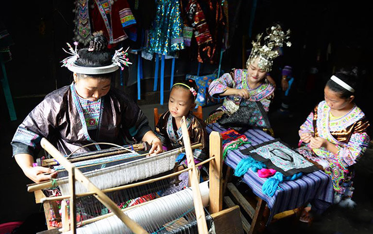 Wuji Miao Minority Is Famous for Brilliant Skills of Making Batiks and Embroidery