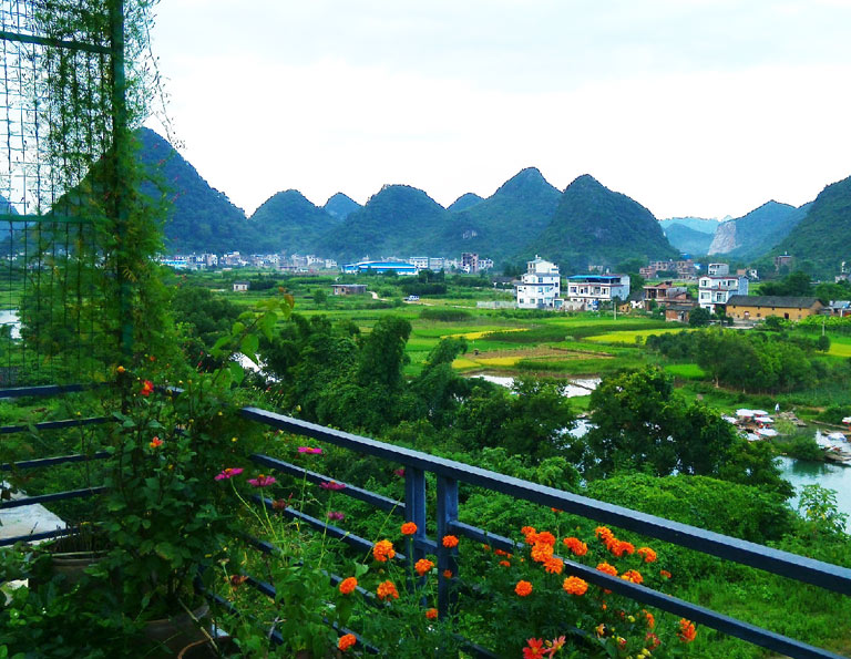 Pleasant Yangshuo Yulong River Countryside View