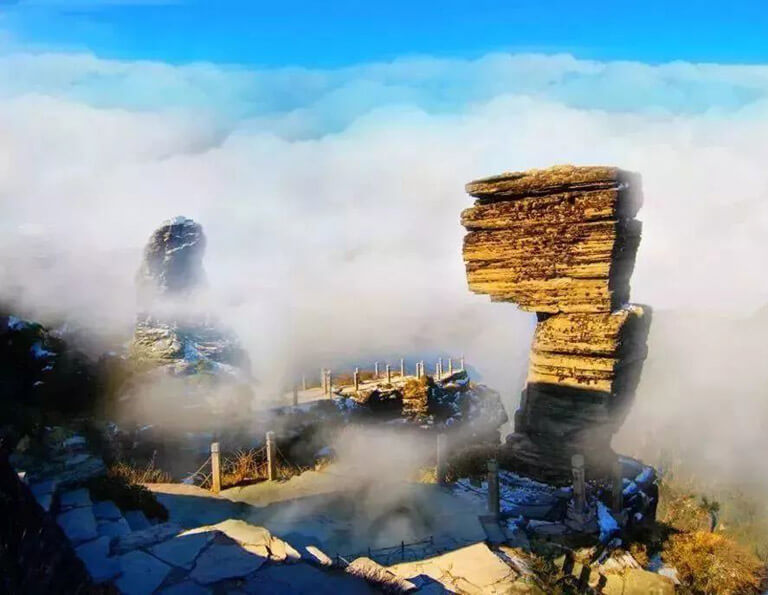 Bizarre Fanjingshan Mushroom Stone with Sea of Clouds