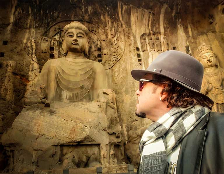 Our customer from Italy visit Longmen Grottoes