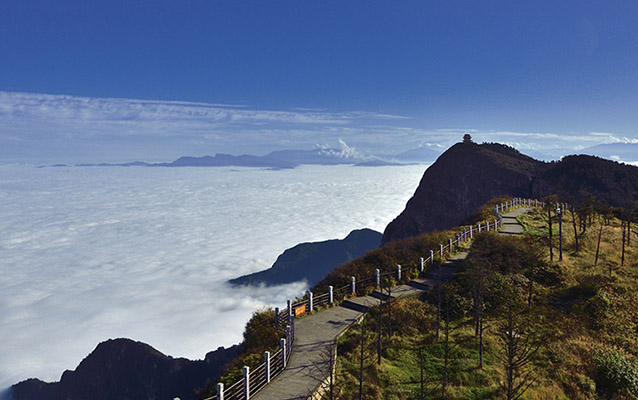 Stunning scenery of Cloud Sea on Golden Summit