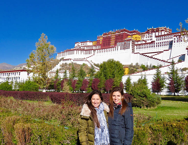 Our French Tourists Visited the Potala Palace, the Landmark of Tibet.