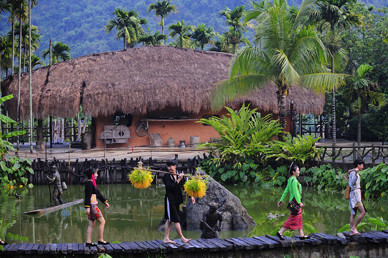 Betelnut Valley (Binglang Gu) - Village of Li and Miao Ethnic Groups