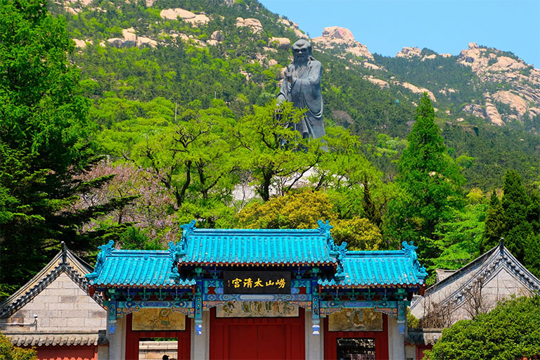 Taiqing Palace and the Statue of Laozi