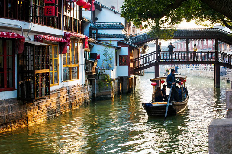 Zhujiajiao Water Town - Relax in the Quaint & Charming Jiangnan Area