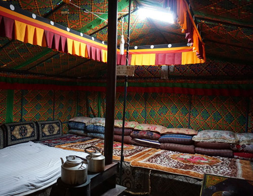 Accommodate in local Tibetan Tents