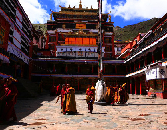 Tashilumpo Monastery Monks and Building2