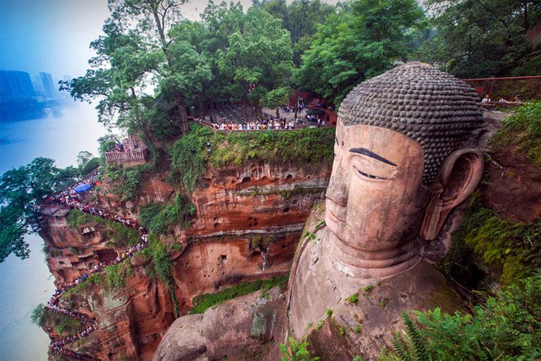 leshan-giant-buddha-७-अजूबों-में-शामिल-करने-लायक-है-ये-जगहें-फिर-भी-नहीं-है-शामिल