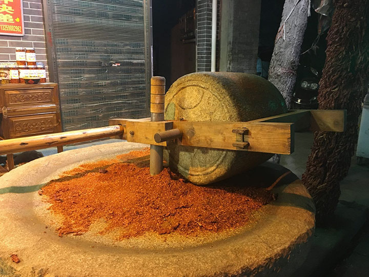 Grind Chilli Powder in a Traditional Way, Photo Shared by Monica, Tour Customized by Leo