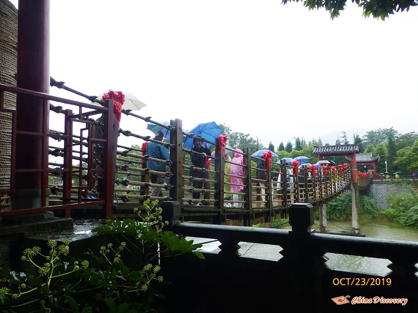 Rainy Day at Dujiangyan Irrigation System, Photo Shared by Steve, Tour Customized by Leo