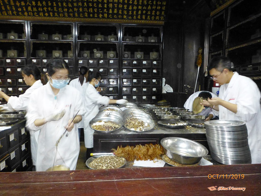 Herbalists at Hu Qing Yu Tang in Hangzhou, Photo Shared by Steve, Tour Customized by Leo