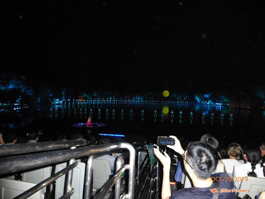 Watching Zuiyi Hangzhou Performance, Photo Shared by Steve, Tour Customized by Leo