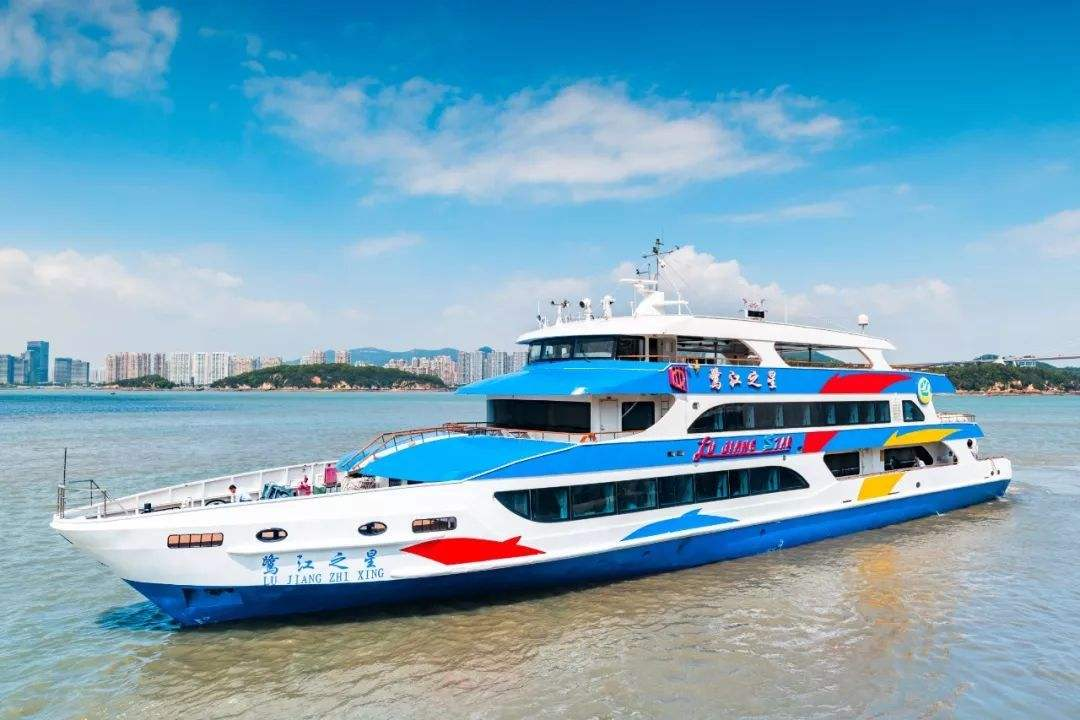 Luxury Gulangyu Island Ferry