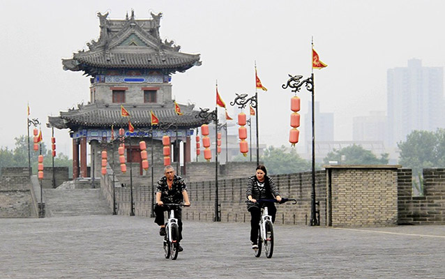 Enjoy a cycling on the Ancient City Wall of Xian
