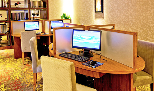 Internet cafe for both work and entertainment