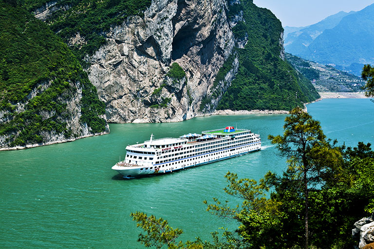 Enjoy a Yangtze Three Gorges Cruise