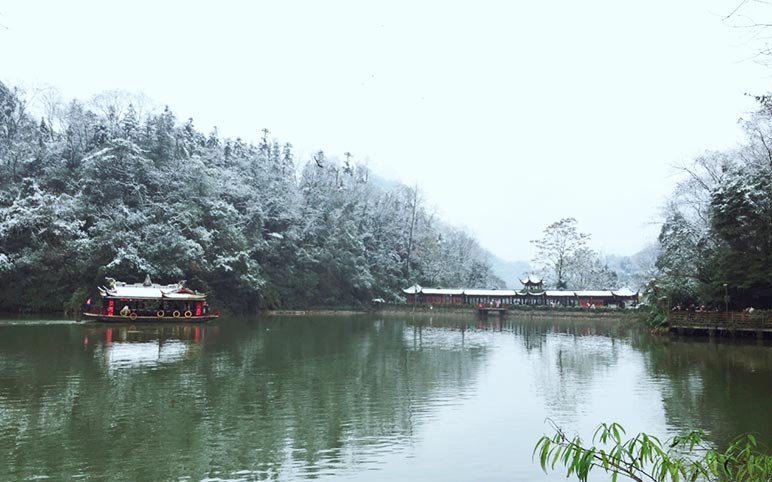 Yuecheng Lake of Mount Qingcheng in Winter